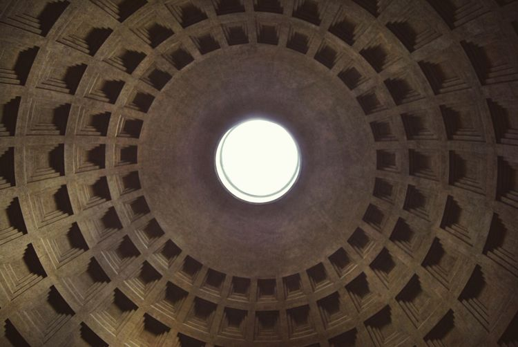 On the of the pantheon! Italy Italian Monuments Pantheon City Cupola Dome Place Of Worship Spirituality Religion History Circle Architecture Built Structure Architectural Design Architecture And Art LINE Arched Civilization Entryway Hanging Light Geometric Shape Square Shape Hexagon Circular Ancient Civilization Skylight Architectural Detail Architectural Feature Directly Below