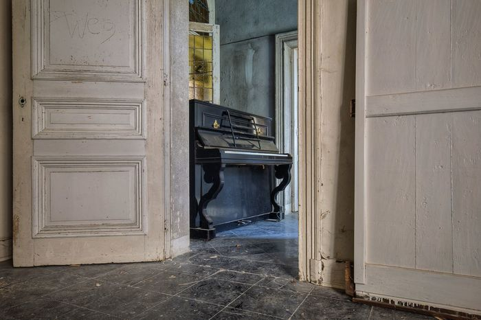Abandoned Places Abandoned_junkies Verlassene Orte Urbex_supreme The Past Beauty Of Decay Urbexexplorer Urbex_rebels Urbex Urbexexploring No People Lostplace Indoors  Lostplaces Abandoned Memories Piano Moments The Secret Spaces Architecture