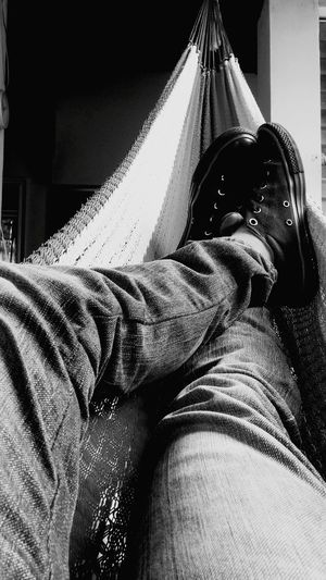 Home Is Where The Art Is Converse All Star All Stars Relax Relaxing Descanso Take A Break Amateurphotography Blackandwhite Blanco Y Negro Zapatos Shoes Trying To Sleep