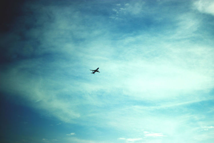 Flying Airplane Sky Transportation Air Vehicle Journey Travel Cloud - Sky No People Nature Low Angle View Mid-air Outdoors Day Commercial Airplane Airshow First Eyeem Photo