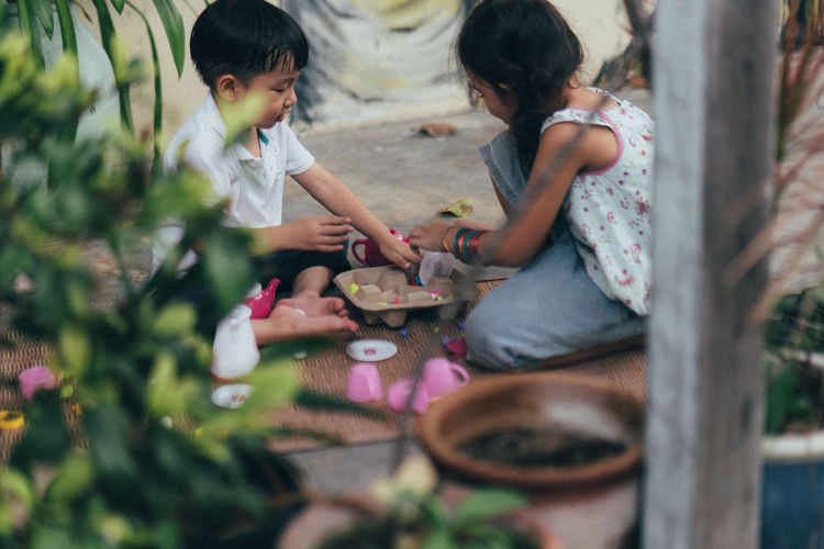 Siblings play ground Daughter Positive Emotion Sister Innocence Leisure Activity People Men Selective Focus Family Sitting Boys Bonding Casual Clothing Lifestyles Real People Two People Women Togetherness Females Girls Child Childhood Siblings Food