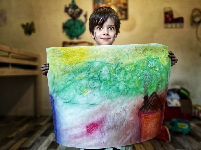 Jeune dessinateur. Kids Kids Being Kids Kids Having Fun Portrait Child Looking At Camera Close-up Green Color Watercolor Painting Watercolor Paints Acrylic Painting Fine Art Painting Modern Art