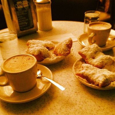 Coffee and beignets at the Café Du Monde. #neworleans #iphoneography #jomo IPhoneography Jomo Neworleans