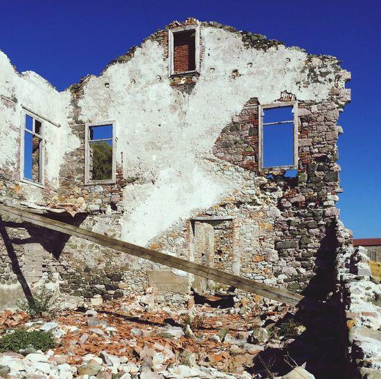 Ruínas de uma antiga fábrica de conservas Architecture Damaged Building Exterior Lesvos Island Grecia