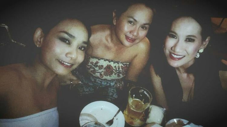 With my galssssss..... love you... Friends Night Out Hanging Out