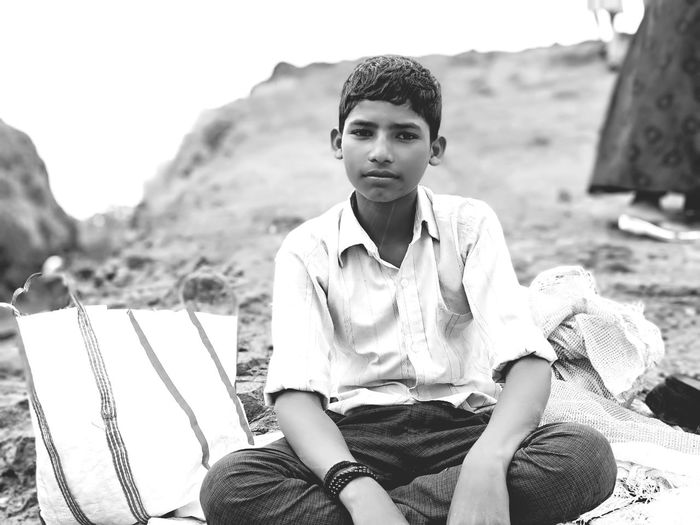 EyeEm Selects Portrait Men Sitting Young Women Looking At Camera Relaxation Young Men Mountain Beautiful People Rural Scene Thoughtful Blank Expression