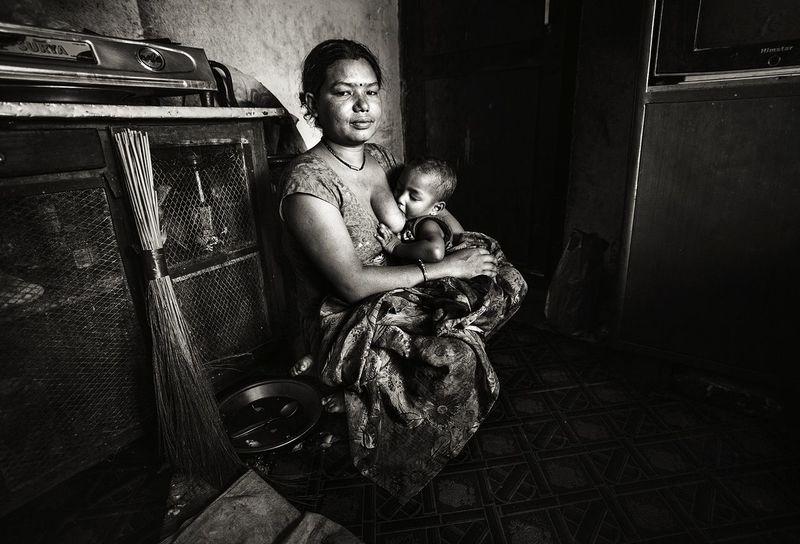 Mother And Daughter Motherslove Breastfeeding Baby Portrait Black And White EyeEmNewHere EyeEm Gallery Feedbacks Are Always Welcome :) in Kathmandu Nepal The Photojournalist - 2017 EyeEm Awards The Portraitist - 2017 EyeEm Awards