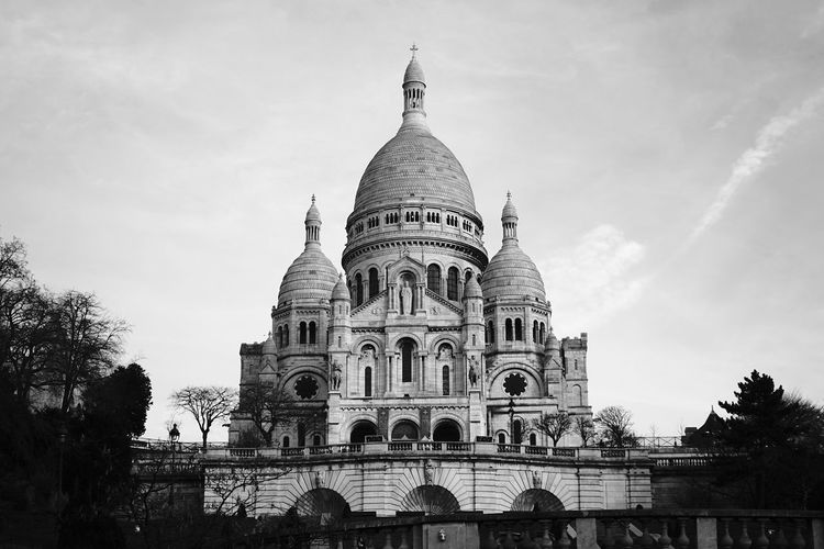 Architecture Building Exterior Built Structure Cultures Day History Montmartre No People Outdoors Paris Religion Sacre Coeur Sky Sony SONY A7ii Spirituality Tourism Travel Destinations Tree