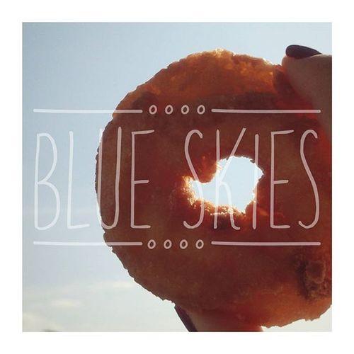 昨日に引き続き今日もいいお天気ーー!! 雨続いてたから天気いい日が続くと嬉しいっ😊🎵 ドーナツ食べて今日も1日がんばるぞーーー🍩👈 ドーナツ Doughnuts Blueskies いいお天気 1日ファイト