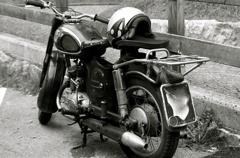 Filosofía Free Libertad Libre Mode Of Transport Motorbike Motorcycle Motorcycling No People Retro Style Style Traveling Vintage Motobikes Vintage Photo Parked Mónica Nogueira. Kvission Austria Black & White