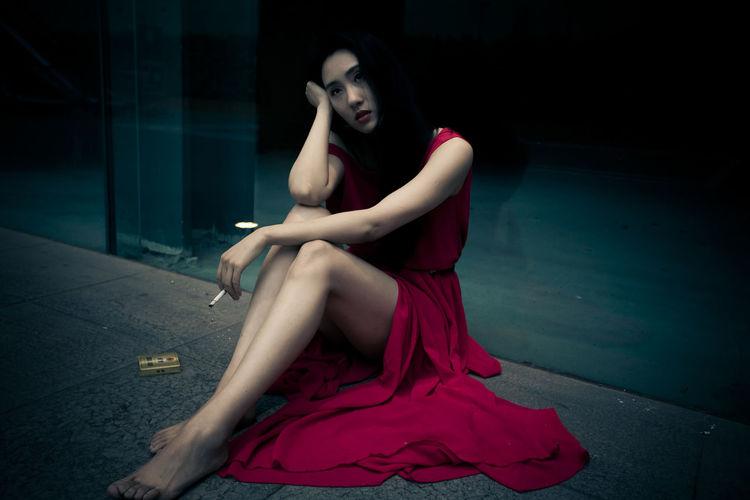 夏天 女人心事 室外 心の癒し 淡淡的烟草味道 爱情经过的地方 红色 运河外滩 香烟
