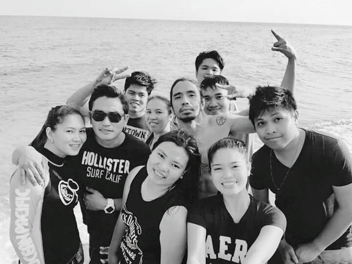Friends/Family/Workmates. Worth more than any paycheck. Relaxing Beach Batangas Laiya First Eyeem Photo