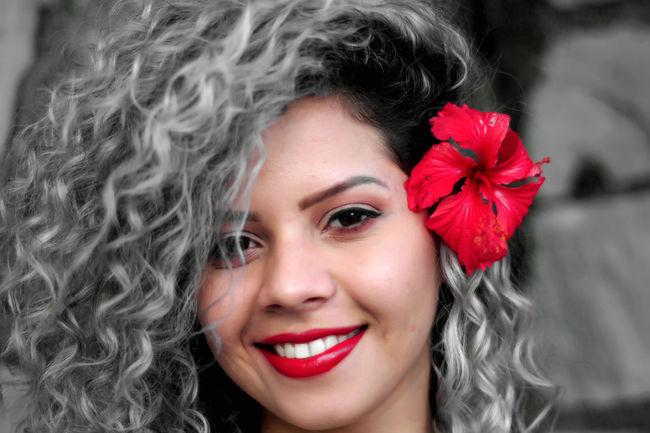 """""""E olhando em teus olhos me perdi, escrevi lindamente imaginando algo que jamais chegaria a acontecer, de todas as formas se tornou minha poesia, minha música, minha inspiração..."""" JPortrait Studio Jhon Anderson Linda Modelo Morena Portrait Of A Woman Portraits Studio Woman Encanto Inspiração Model Modelo Poesia Poeta_jhon Portra Portrait Portraiture Studio Photography Studio Shot Woman Portrait"""