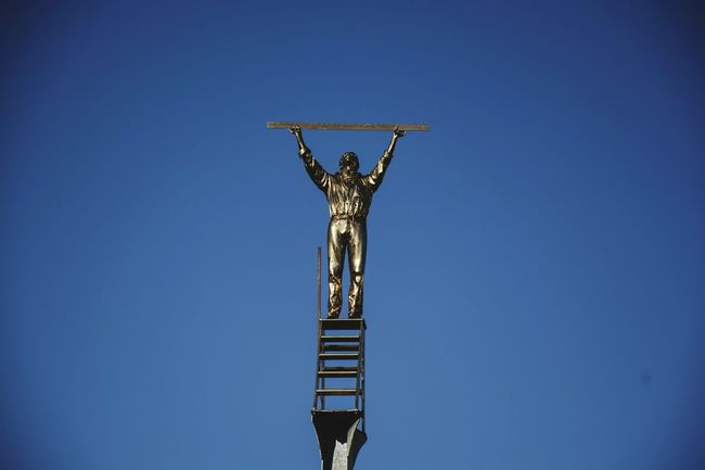 Sculpture the Man misuring the cluods Bioparco Catanzaro Enjoying Life Hello World Beauty