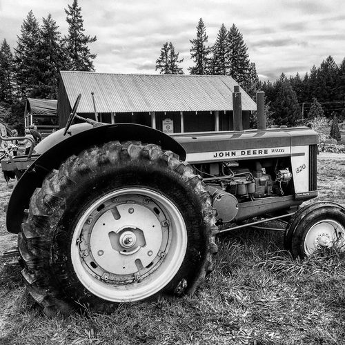The magic of an old tractor Taking Photos Check This Out Tractor Fun Tractors Farm Farmland IPhoneography