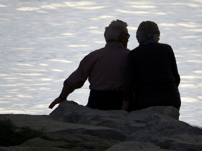 Couples Sea Views Seafront Sharing A Moment Silhouette Togetherness Tranquil Scene Tranquility Two People Two People Alone In Nature