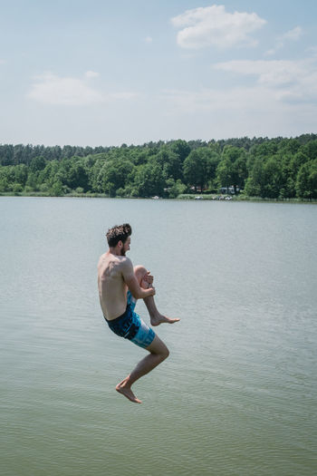 Hausboottour in Lindow / Brandenburg Friends The Great Outdoors - 2018 EyeEm Awards The Portraitist - 2018 EyeEm Awards The Traveler - 2018 EyeEm Awards Youth Boat Day Friendship Full Length Hausboot Jumping Lake Leisure Activity Lifestyles Males  Men Nature Outdoor Outdoors People Plant Positive Emotion Real People Shirtless Shorts Side View Sky Tree Two People Water Waterfront Young Adult