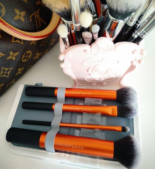 Brushes!! Beautyfreak Beautyjunkie Makeup ♥ Brushes That's Me Taking Photos Check This Out Photooftheday Behappy Bepositive Makeuphaul Makeupbrushes