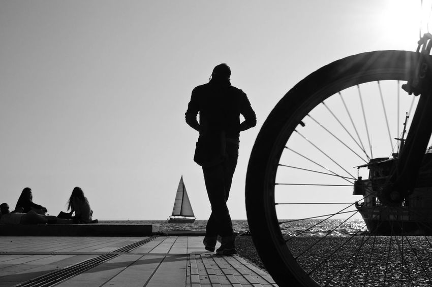 Black And White Friday Silhouette People One Man Only One Person Outdoors City Photooftheday Lines, Shapes And Curves first eyeem photo Nikonphotography Photos Around You Streetphoto_bw Nikonphotographer Real People EyeEmNewHere Streetphotography Silhouette Lines And Shapes Streetphoto Modern Photographie  Thessaloniki Greece Thessaloniki,Greece 🙈🙉🙊✌ Black And White Friday