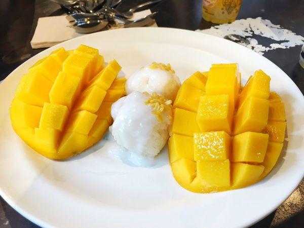 Mangoes Sweet Fruits ♡ Fresh Fruits Sticky Rice Sticky Rice With Mango Sticky Rice & Mango Sticky Rice Mango Sweet Desserts Dessert