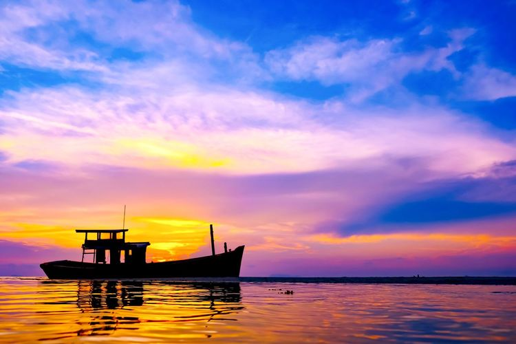 Sky Sunset Water Cloud - Sky Sea Beauty In Nature Scenics - Nature Waterfront Nautical Vessel Transportation Tranquil Scene Orange Color Mode Of Transportation Tranquility Horizon Over Water Horizon No People Idyllic Nature Outdoors Purple