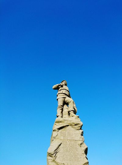 Cleat Blue Sky Statue Fisherman War Memorial Seaside Seafront Promenade Taking Photos Check This Out Hello World