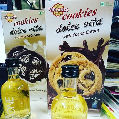 Cookies Dolcevita  Mochacream Cocoacream Theonebritish Blendedwhiskey Sommelierlove Instaupload Instalike Instaclick Instahappiness LetsDoIt Idowhatilovemost . When your passion is your work. Cookies and Blended whiskey..... Weird pair but it's in harmony....... @chenabimpex @taronish11