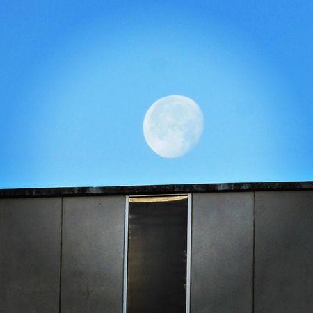 Meto la Luna por la ventana con suerte toda mía. Skylovers Lunalunera Moon Igerszgz Zaragoza