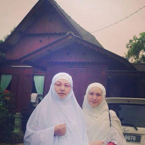 With Mummeh before Raya prayer. Raya
