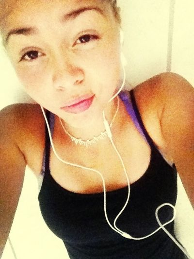 Hot as hell out side chillen in my cold floor.!☀