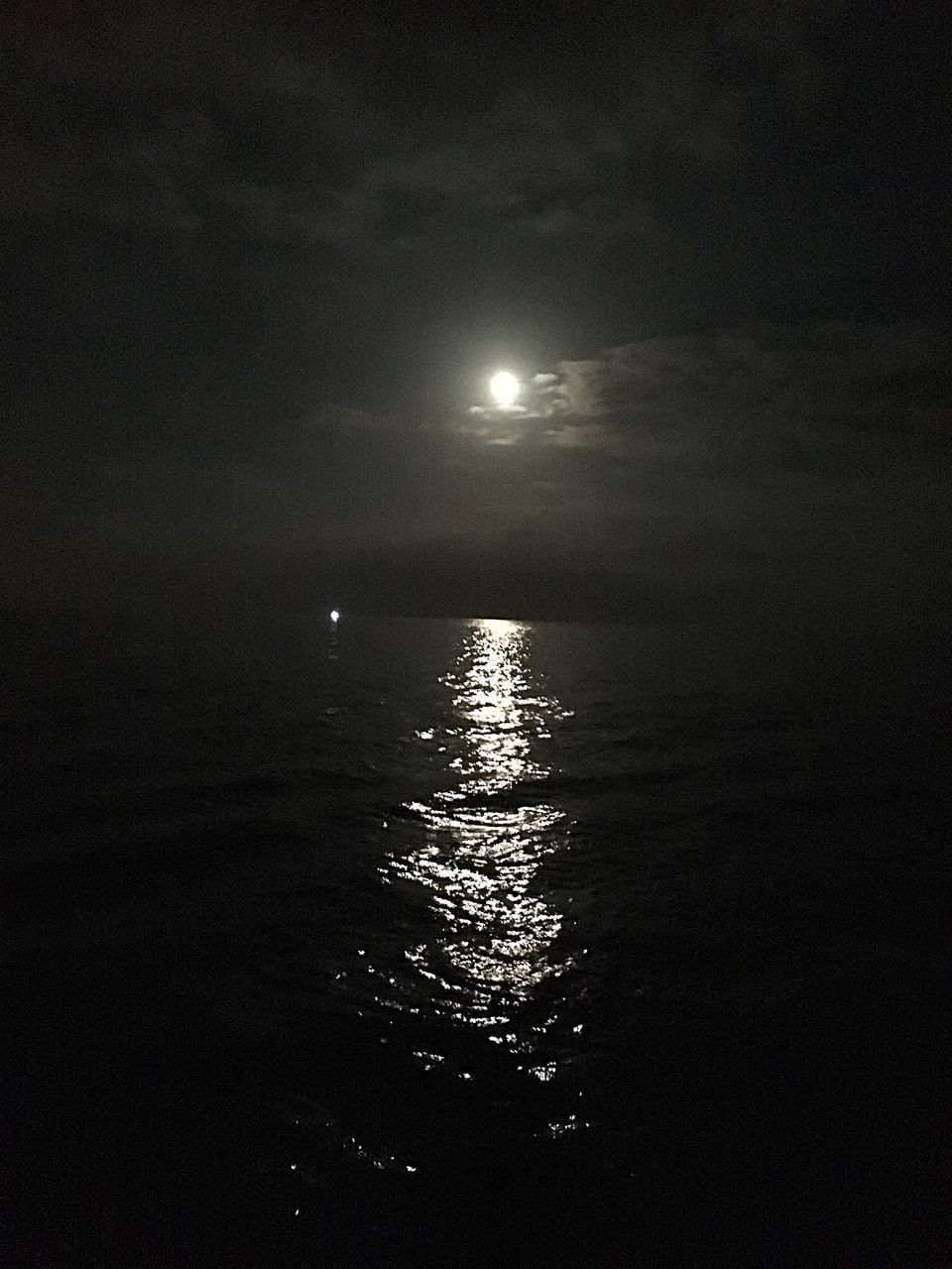 tranquility, sea, nature, water, tranquil scene, scenics, beauty in nature, night, no people, moon, outdoors, sky, horizon over water