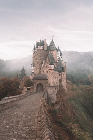 Waking up at 4 A.M to go hike to this castle for sunrise was SO worth it! I had my doubts when I was struggling trough the pitch black forest.. but seeing this appear made it all worth it! how are you guys doing? did you go on any adventures lately!? Germany Germanroamers Burg Eltz Wanderlust Fog Sunrise Hiking Exploring Forest Nature Deutschland Path Mystery Mysterious Mountain Interrail Architecture Grass History Architecture Sky Foggy Civilization The Past Historic Building Castle Ancient Civilization Old Ruin Archaeology Historic #urbanana: The Urban Playground