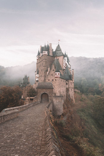 Waking up at 4 A.M to go hike to this castle for sunrise was SO worth it! I had my doubts when I was struggling trough the pitch black forest.. but seeing this appear made it all worth it! how are you guys doing? did you go on any adventures lately!? Germany Germanroamers Burg Eltz Wanderlust Fog Sunrise Hiking Exploring Forest Nature Deutschland Path Mystery Mysterious Mountain Interrail Architecture Grass History Architecture Sky Foggy Civilization The Past Historic Building Castle Ancient Civilization Old Ruin Archaeology Historic #urbanana: The Urban Playground It's About The Journey My Best Photo