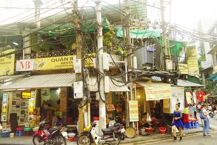 Taking Photos EyeEm Gallery Street Photography Oldtown Vietnam Hanoi Travel Eye4photography  Electro Power Lines 変圧器凄いな
