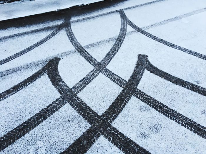 Spuren im Schnee ❄️ Wheels Traces Snow Pattern Full Frame High Angle View Backgrounds No People Outdoors Day