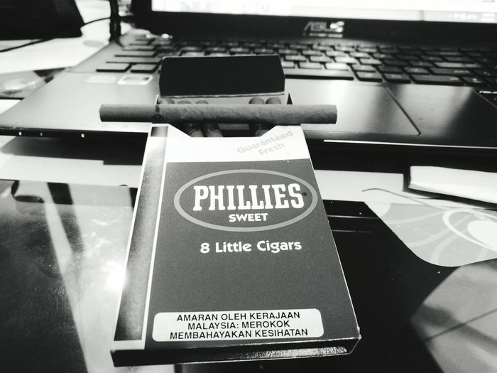 HuaweiP9plus Monochrome Cigars Phillies Relaxing