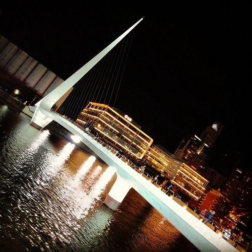 Seguimosrobando con Puertomadero 😁 Puentedelamujer Calatrava water reflections light modern design