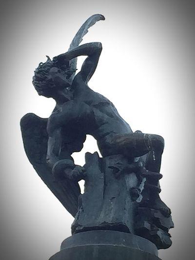 Sculpture Monument Parque Del Retiro Madrid Spain El único monumento en el mundo dedicado al Ángel Caído. El Demonio. IPhone 6 Plus Photohgraphy📱📸