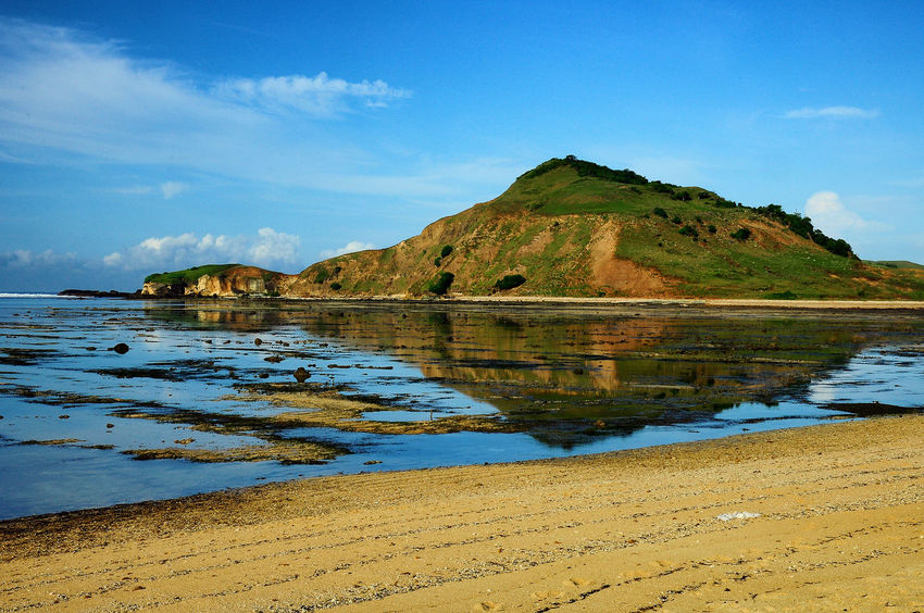 reflection hill Beach Beach Life Beauty In Nature Blue Cloud - Sky Day INDONESIA Let's Go. Together. Lombok Lombok-Indonesia Mountain Nature No People Outdoors Reflection Sand Scenics Sea Sky Sommergefühle Tranquil Scene Tranquility Travel Destinations Water