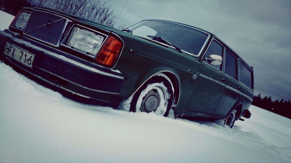 Volvo 240 Green Winter