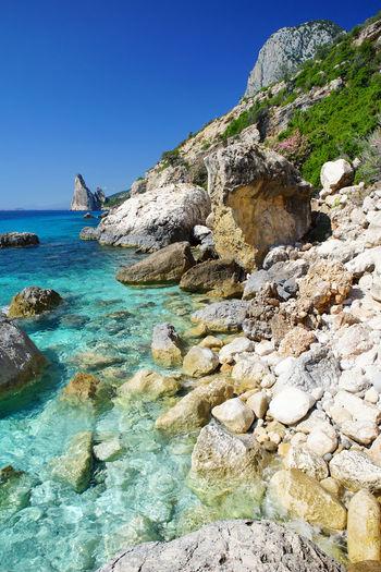 Sea Beach Nature Rock - Object Water Ocean Sardinia Isle Holiday Beautiful Nature Amazing Turkuise Ocean Bay Vertical Summer Sea And Sky