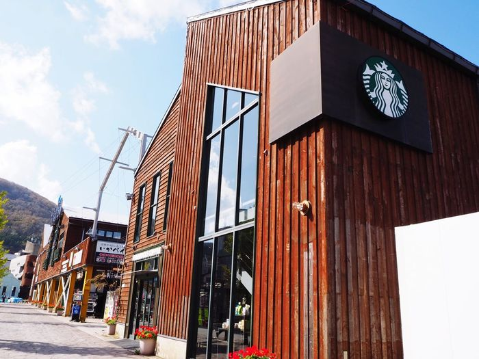 函館のスターバックス …なんか雰囲気好き Starbucks 函館,Hokkaido,Japan Architecture Built Structure Building Exterior Day Building Sky Nature