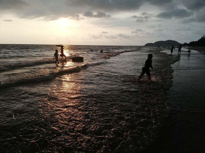 Children enjoy on summer trip 2019,หาดเจ้าหลาว Achi2019 Water Sky Sea Beach Sunset Land Horizon Horizon Over Water Beauty In Nature Real People Cloud - Sky Nature Scenics - Nature Silhouette Leisure Activity Lifestyles Women People Group Of People Outdoors