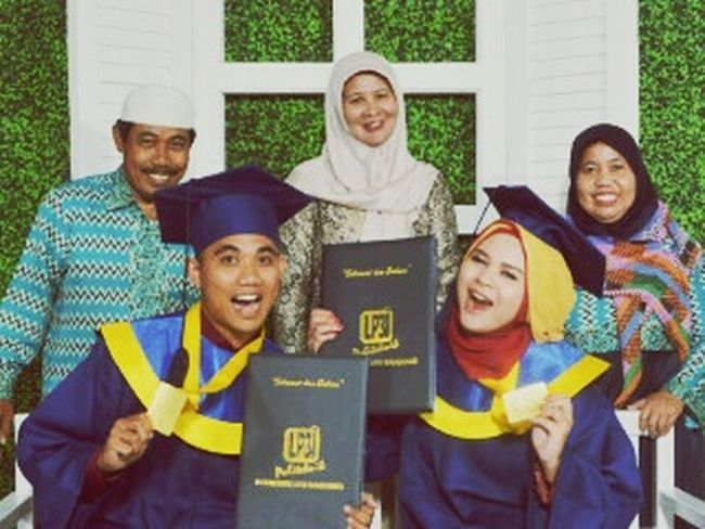 Latepost Graduation LP3I Tasikmalaya At Bandung June,10th 2015 Happy Family❤