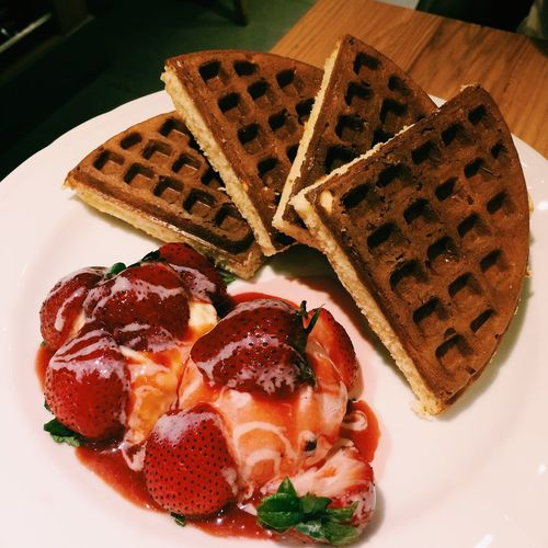 Waffle with Strawberry Icecream