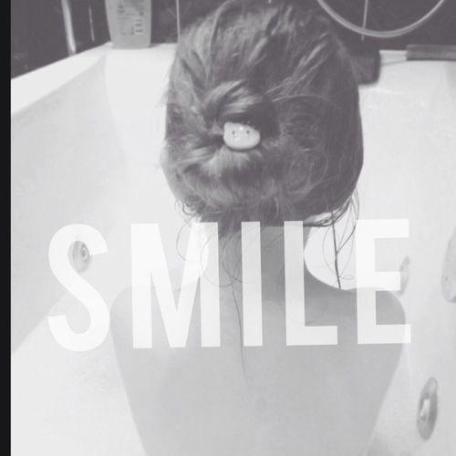 garde le smyle 😄 Smyle Open Edit Monochrome Blackandwhite Littlesister Littlegirl