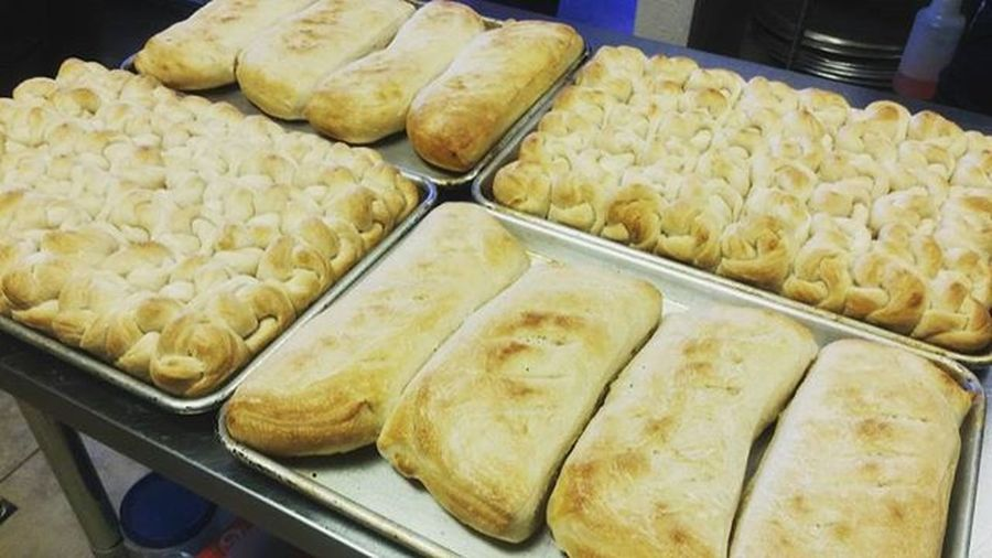 Knots and bread for the people. Foodie Foodie Pizzagod Pizza Bread Breadknots Breads Pizzaboss Pizzamaster