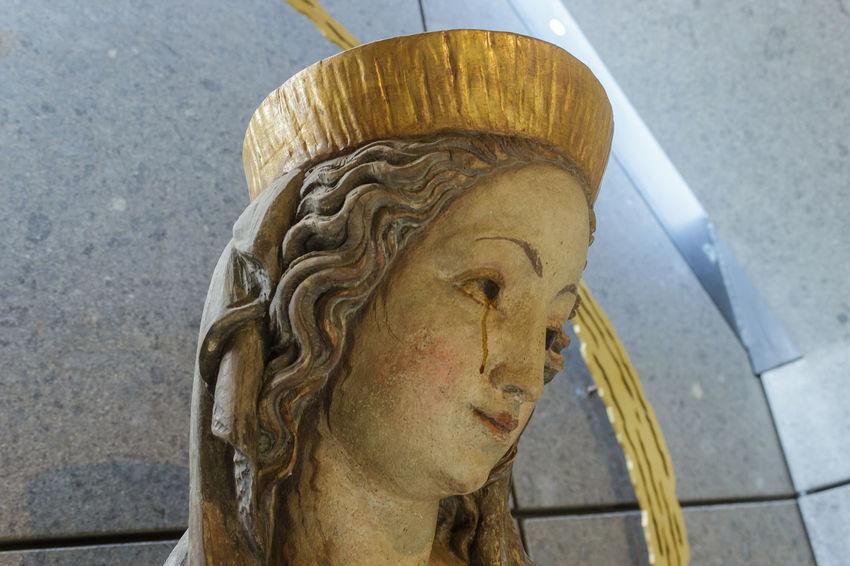 Crying - Llorando EyeEmNewHere Maria Mary Art And Craft Close-up Human Representation Sculpture Statue