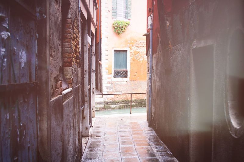 Venice! EyeEm Best Shots Venice Architecture Built Structure Building Building Exterior Day No People Direction Wall - Building Feature Outdoors Residential District Entrance Door House The Way Forward Window City Sunlight