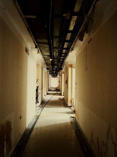 拆除 Direction Corridor The Way Forward Arcade Indoors  Diminishing Perspective Architecture Ceiling Building Wall Long